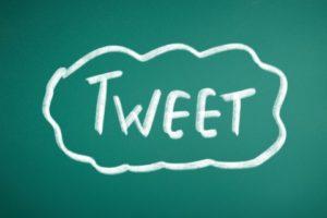Twitterのツィートをサイトへ埋め込むと著作権違反にあたる?